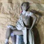 Lladro şallı kadın